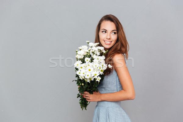 Boldog csinos fiatal nő virágcsokor virágok portré Stock fotó © deandrobot