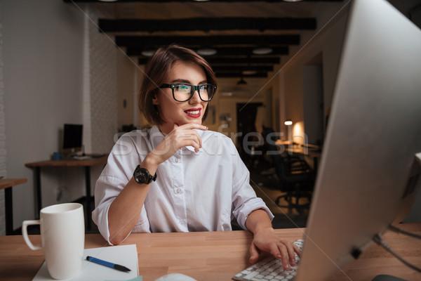 Irodai dolgozó divat modell szemüveg számítógép nő Stock fotó © deandrobot