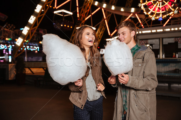 ストックフォト: カップル · 綿 · キャンディ · 立って · 笑い · 遊園地