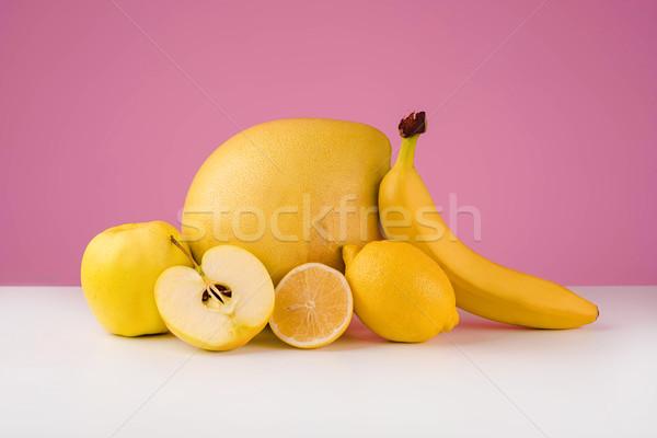 Gemengd citrus fruit citroen banaan appel geïsoleerd Stockfoto © deandrobot