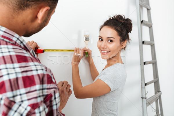 Couple brosse mètre à ruban blanche maison Photo stock © deandrobot
