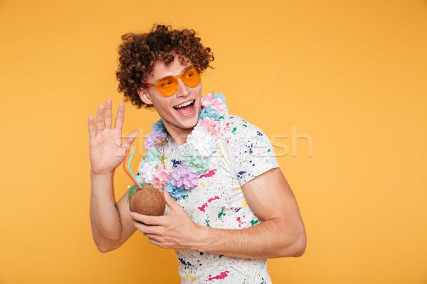 Eccitato giovane occhiali da sole cocco cocktail Foto d'archivio © deandrobot
