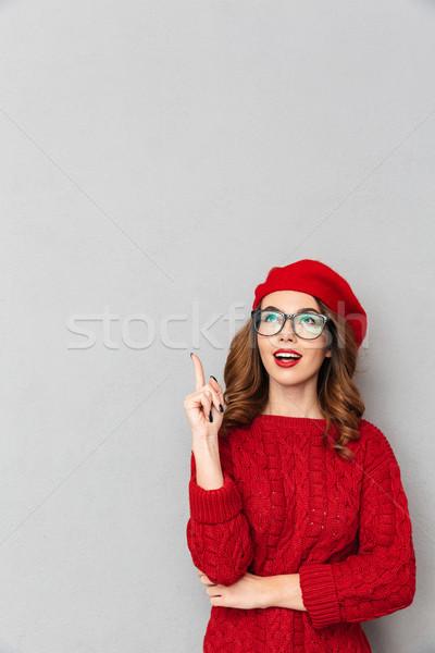 肖像 漂亮的女人 紅色 毛線衣 指向 手指 商業照片 © deandrobot