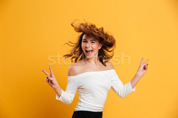 Incroyable jeune femme paix geste photo Photo stock © deandrobot