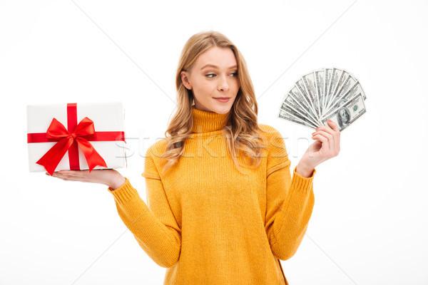 Bani surpriză cutie cadou imagine Imagine de stoc © deandrobot