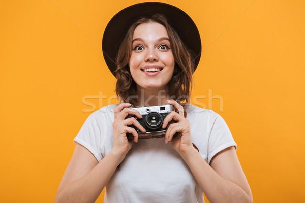 Izgatott érzelmes fiatal nő fotós kép turista Stock fotó © deandrobot