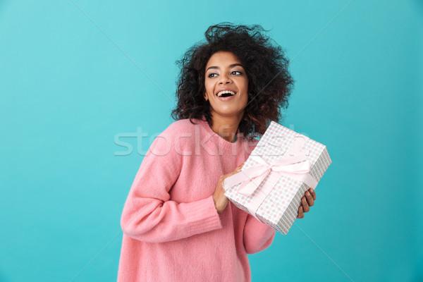 Portrait heureux femme 20s afro coiffure Photo stock © deandrobot