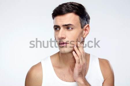 Töprengő férfi másfelé néz szürke háttér egyedül Stock fotó © deandrobot