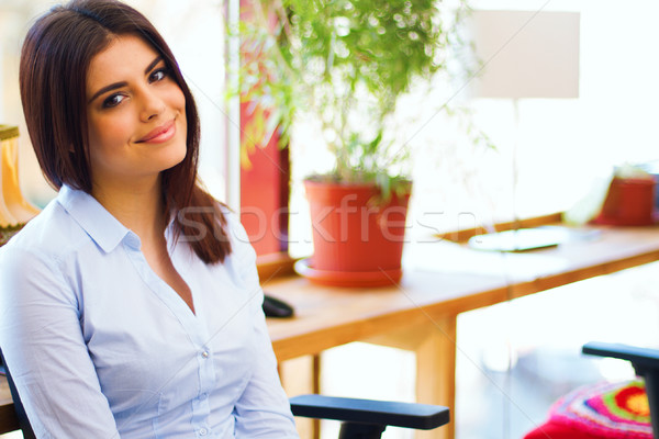 Portret cute jonge zakenvrouw glimlachend business Stockfoto © deandrobot