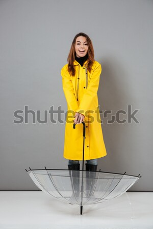 Feliz mujer abrigo mirando cámara Foto stock © deandrobot