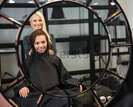 Mooie blond vrouwelijke kapper schaar Stockfoto © deandrobot