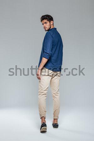 Hátulnézet portré lezser férfi sétál néz Stock fotó © deandrobot