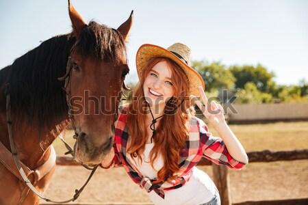 Vrolijk vrouw permanente paard tonen tong Stockfoto © deandrobot