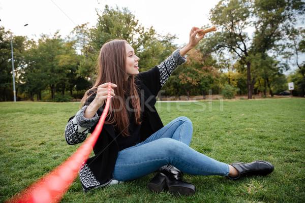 Femme séance pelouse osseuse Photo stock © deandrobot