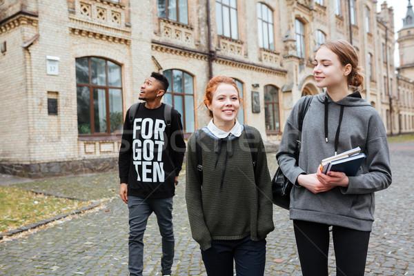 Boldog diákok könyvek sétál kampusz csoport Stock fotó © deandrobot