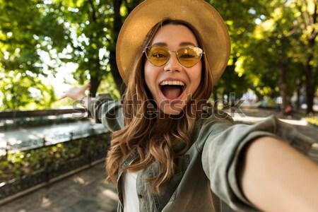Zdziwiony bać młoda kobieta stop gest Zdjęcia stock © deandrobot