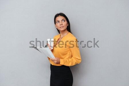 笑みを浮かべて 満足した ビジネス女性 作業 デジタル タブレット ストックフォト © deandrobot