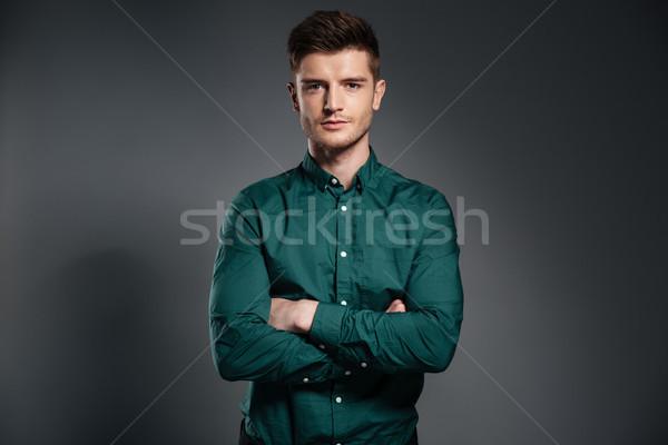Sérieux homme photos shirt posant Photo stock © deandrobot