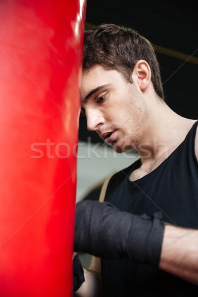 Stanco uomo boxer indossare guanti Foto d'archivio © deandrobot