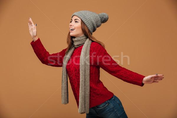 Boldog fiatal nő piros kötött pulóver szürke Stock fotó © deandrobot