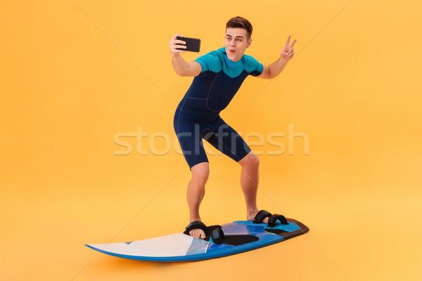 Kép boldog szörfös szörfdeszka ahogy hullám Stock fotó © deandrobot