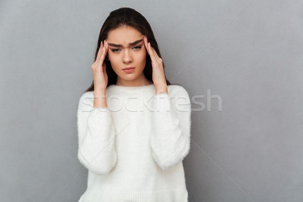 Fotografia zdenerwowany młoda kobieta cierpienie głowy Zdjęcia stock © deandrobot