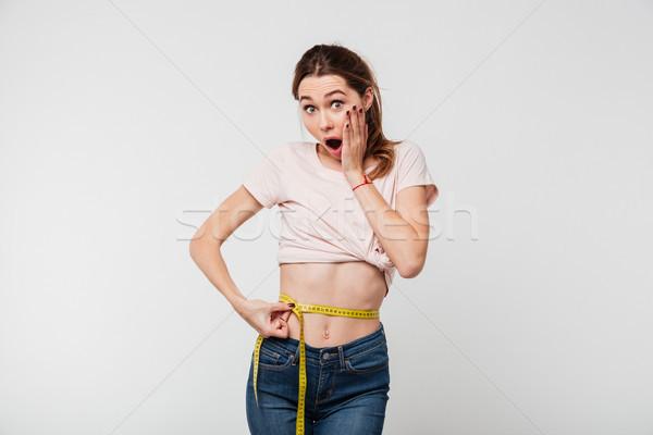 Portret geschokt slank vrouw meetlint Stockfoto © deandrobot