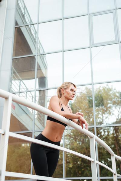 Incredibile forte giovani sport signora piedi Foto d'archivio © deandrobot
