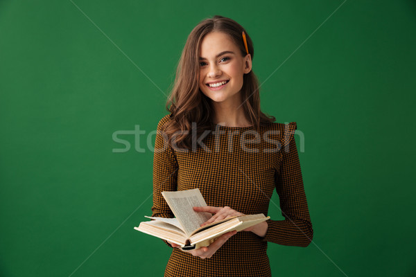 Fiatal nő áll izolált zöld kép tart Stock fotó © deandrobot