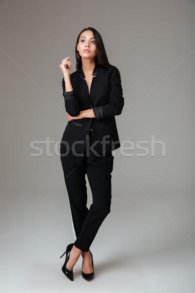 Güzel esmer iş kadını ayakta siyah takım elbise gri Stok fotoğraf © deandrobot