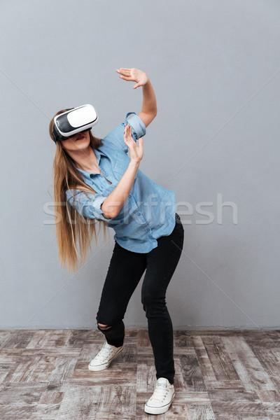 Dikey görüntü kadın gömlek sanal gerçeklik Stok fotoğraf © deandrobot
