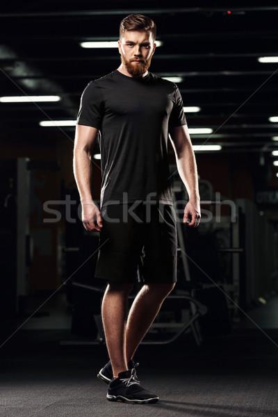 Jóképű sportok férfi áll pózol tornaterem Stock fotó © deandrobot