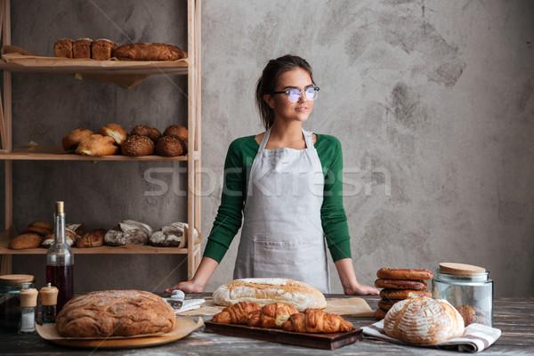 Asombroso jóvenes dama Baker pie panadería Foto stock © deandrobot