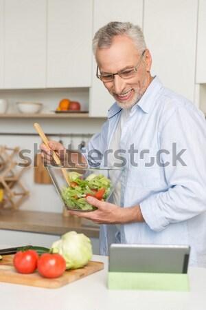 Stok fotoğraf: Olgun · seven · çift · aile · dizüstü · bilgisayar · kullanıyorsanız · pişirme