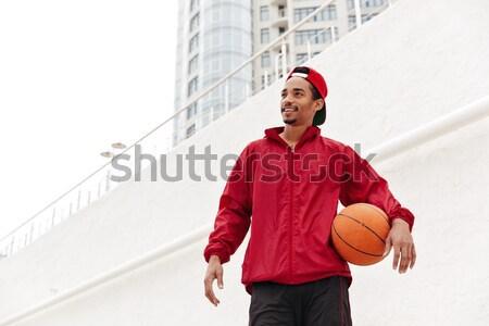 Soddisfatto uomo braccia fianchi guardando Foto d'archivio © deandrobot
