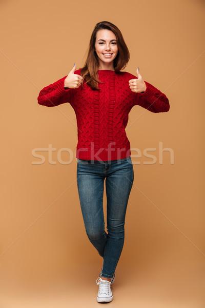Portret glimlachend brunette vrouw Rood Stockfoto © deandrobot