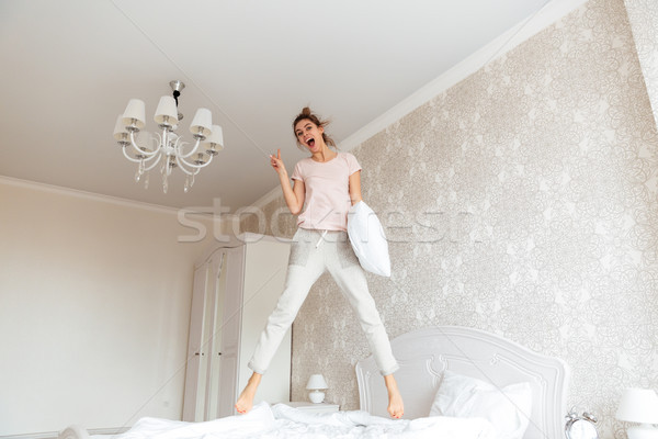 Teljes alakos kép fiatal nő szórakozás ágy derűs Stock fotó © deandrobot