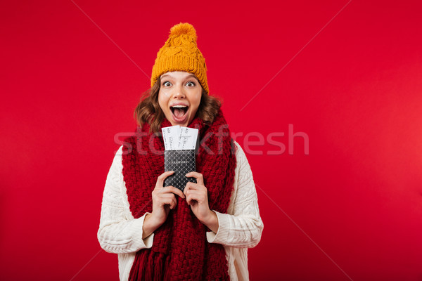 Portrait fille hiver chapeau écharpe fille heureuse Photo stock © deandrobot