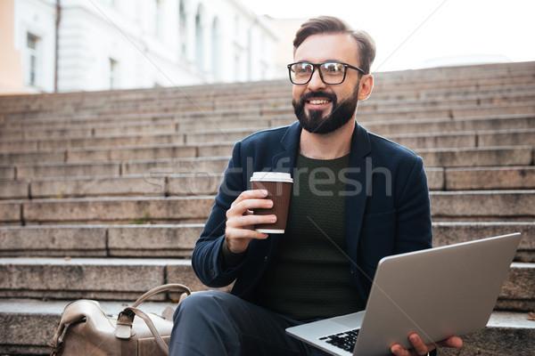 ストックフォト: 肖像 · 幸せ · ハンサムな男 · 眼鏡 · 作業 · ノートパソコン