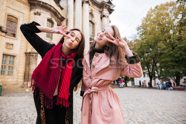 Funny ninas calle mueca ciudad moda Foto stock © deandrobot