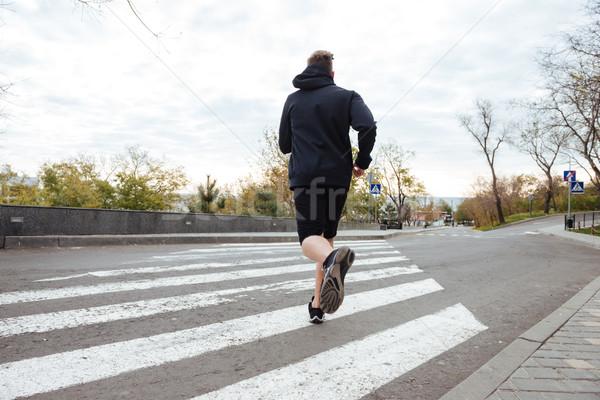 Runner przejście dla pieszych widok z tyłu krzyż uruchomiony wykonywania Zdjęcia stock © deandrobot