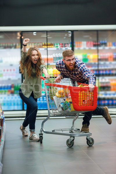 Zdjęcia stock: Młodych · szczęśliwy · para · żywności · koszyka · artykuły · spożywcze