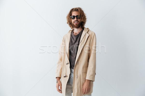 Foto stock: Feliz · barbudo · homem · óculos · de · sol