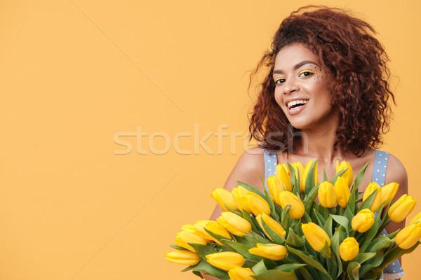 Szépség afrikai nő tart virágcsokor virágok Stock fotó © deandrobot
