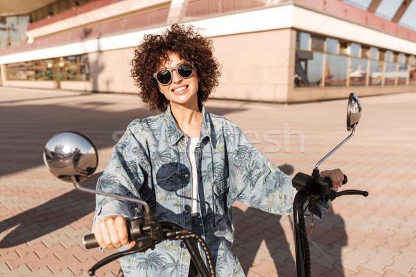 Obraz radosny kobieta okulary posiedzenia Zdjęcia stock © deandrobot