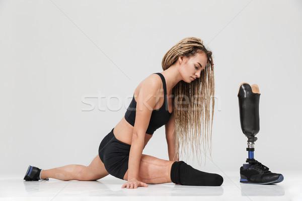 Egészséges fiatal mozgássérült sportoló gyártmány nyújtás Stock fotó © deandrobot