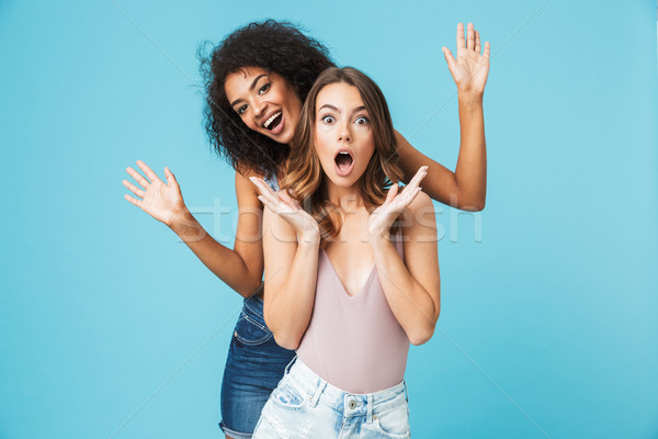 Kettő izgatott fiatal lányok nyár ruházat Stock fotó © deandrobot