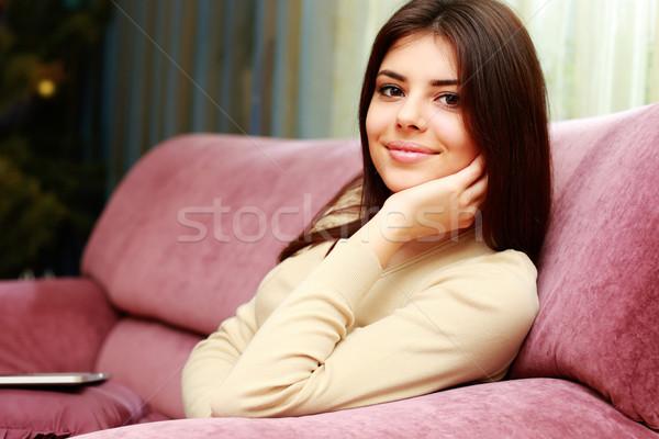 Fiatal gyönyörű boldog nő ül kanapé Stock fotó © deandrobot