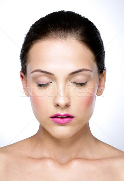 Szépség portré vonzó nő csukott szemmel nő lány Stock fotó © deandrobot
