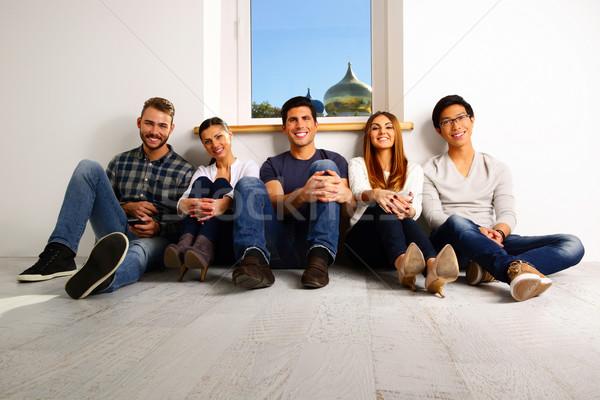 Retrato pessoas felizes sessão piso menina homem Foto stock © deandrobot